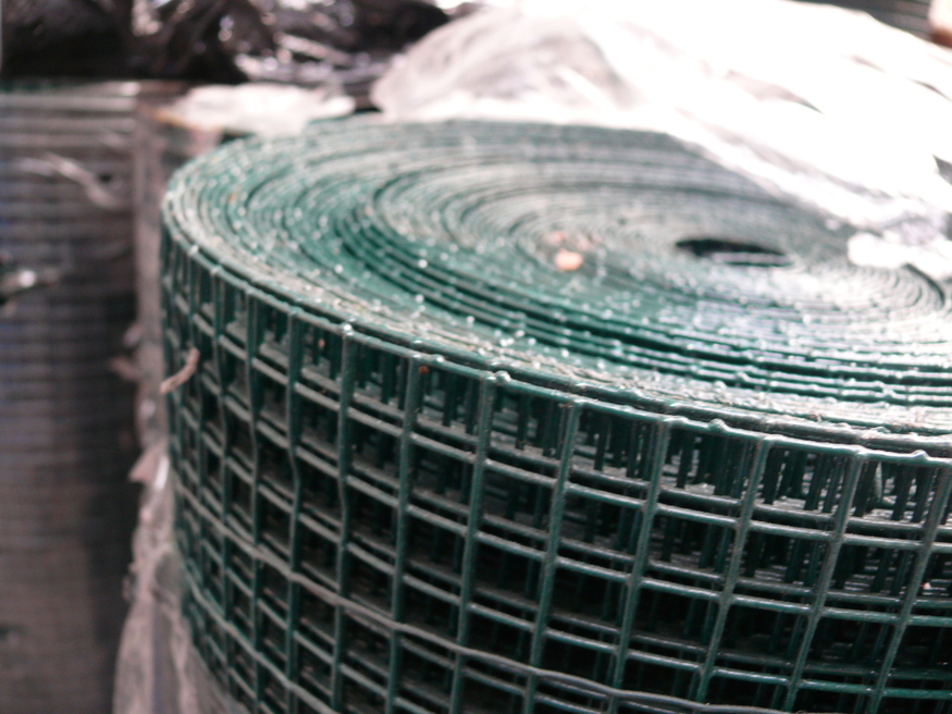 Green PVC Weld Wire Steel Mesh Fencing 3ft x 30m | 13x13mm | 19swg