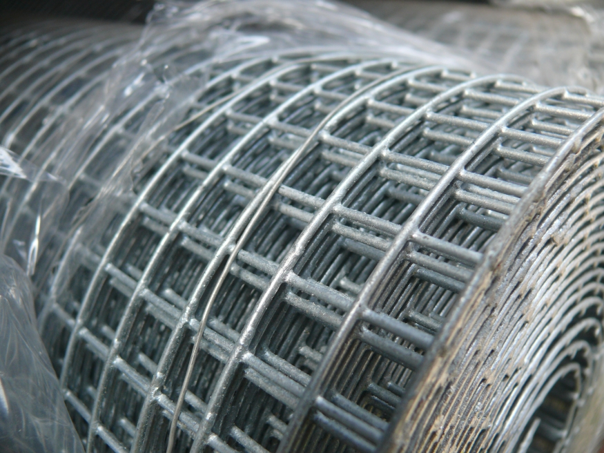 Galvanised wire mesh 6mm square hole size 3ft90cm x 6m fence galvanised wire mesh 90cm3ft x 6m roll 6x6mm holes 23 swg greentooth Choice Image
