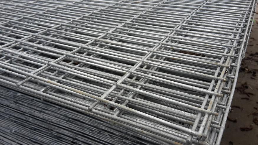 Galvanised Welded Wire Mesh Sheet 8ftx4ft | Rectangular holes