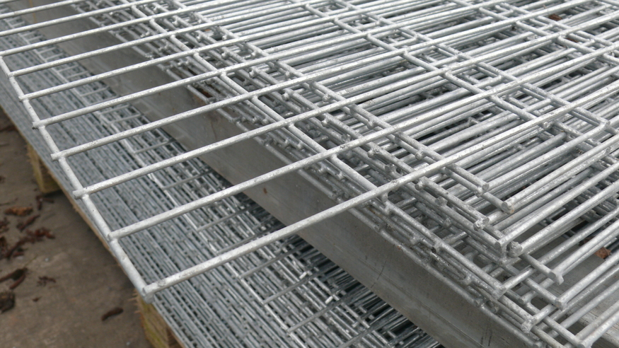 Galvanised Welded Wire Mesh Panel 2 44x1 22m 50x25mm