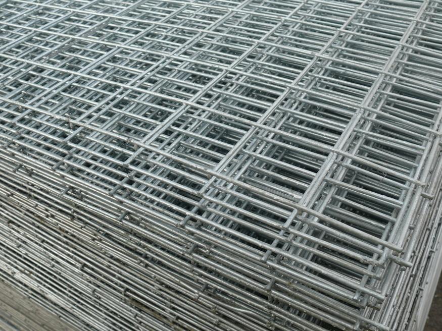 Welded Mesh Panel 2 44mx1 22m 8ft X 4ft 50x50mm Holes