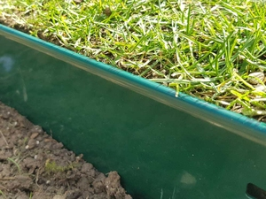 Lawn Edge Galvanised Steel - Green | 75mm high x 1070mm long - 5 pack