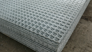 "Galvanised Mesh Panel 1.83m x 1.22m (6ftx4ft) - 13mm/1/2"" holes (16G)"